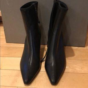 Woman Prada boots, black leather, brand new